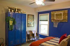 Awesome 37 Favorite Sporty Bedroom Design Ideas With Basketball Theme To Try Asap Boys Football Room, Basketball Bedroom, Bedroom Themes, Kids Bedroom, Bedroom Decor, Bedroom Ideas, Boys Room Design, Guest Room Decor, New Room