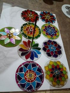 Cd Crafts, Recycled Crafts, Diy And Crafts, Mandala Artwork, Mandala Drawing, Diy Earrings Supplies, Cd Art, Diy Coasters, Drawing For Kids