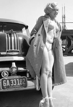 Actress, Marilyn Monroe (June 1926 – August - Birth name: Norma Jeane Mortenson - Birth place: Los Angeles, California - Place of death: Los Angeles, California (at 36 years old) - Marilyn stands in front of her 1950 Pontiac Arte Marilyn Monroe, Marilyn Monroe Portrait, Marylin Monroe Body, Marilyn Monroe Swimsuit, Marilyn Monroe Tattoo, Divas, Pin Up, Pontiac Chieftain, Photos Rares