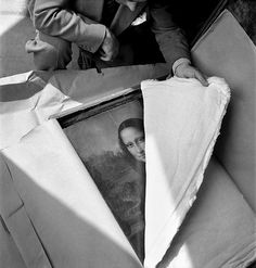 Opening the Mona Lisa at the end of WWII, 1945