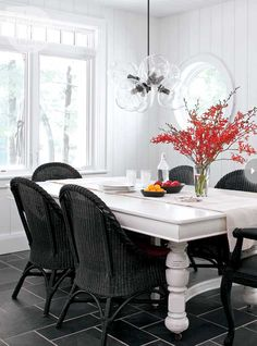 Cottage decor: Rustic dining room {PHOTO: Robin Stubbert}