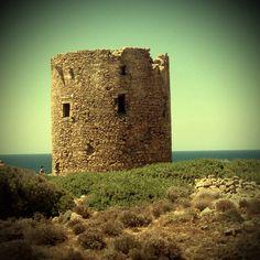 Torre Sabauda che sovrasta la spiaggia di Cala Domestica in provincia di Carbonia-Iglesias
