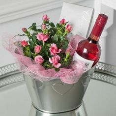 Geburtstagsgeschenke ideen The post appeared first on Hochzeitsgeschenk ideen. Birthday gifts ideas The post appeared first on wedding gift ideas. Mother's Day Gift Baskets, Birthday Gift Baskets, Wine Baskets, Wine Basket Gift, Gift Basket Ideas, Wine Gifts, Spring Crafts, Diy Flowers, Creative Gifts