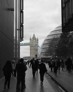 #towerbridge #london #city #towerhill #beautiful #travel #thisislondon #architecture #londoner #bridge #victorian #victorian #thames #colorpop by arushi_tyagi