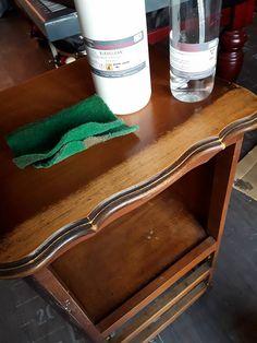 Préparer un meuble avant de le peindre sans décapage