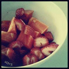 The Half plate :-D #strawberries & #Papaya  ….. La mitad del plato #fresas y #papaya  Virideth