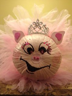 Halloween pink pig princess pumpkin Easy Pumpkin Faces, Pumpkin Contest, Arts And Crafts, Diy Crafts, Pig Party, Trunk Or Treat, Pinterest Projects, Halloween 2018, Holiday Crafts