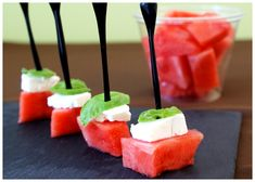 Watermelon, feta and basil bites - Cocktail Party Appetizers, Cocktail Recipes, Watermelon And Feta, Healthy Cocktails, Good Food, Yummy Food, Antipasto, Brunch, Food And Drink