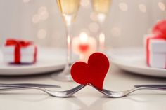 La Tour Restaurant and Bar celebrates Valentine's Day! Valentinstag Party, Valentines Day Food, Valentines Day Decorations, Valentine Party, Dine In For Two, Sand Art Crafts, San Valentin Ideas, Homemade Christmas Cards, Embossed Cards