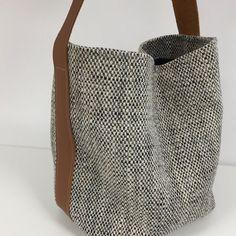 Side Purses, Crochet Bag Tutorials, Fabric Handbags, Leather Projects, Leather Fabric, Handmade Bags, Bag Making, Shoulder Bag, Tote Bag