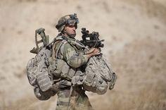 French Foreign Legion Afghanistan | Le Batfra effectue une fouille opérationnelle. Un sapeur et son ...