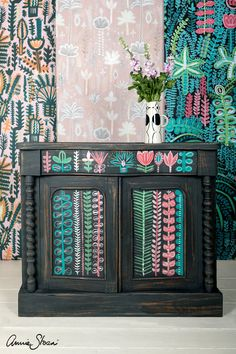 Lucy Tiffney's unique painterly style has seen her create wallpapers of bold, exotic design. First, Lucy painted the chest in a mix of Chalk Paint® in Graphite and Aubusson Blue. Interior Paint Colors, Home Interior Design, Interior Painting, Using Chalk Paint, Paris Grey, Modern Farmhouse Decor, Annie Sloan Chalk Paint, Living Room Paint, Living Rooms