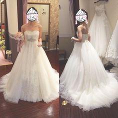 ウエディングドレスpart3 こちらはジルスチュアートのものです センター部分がビジューつきで キラキラして可愛かったです 何よりチュールだしそこ 後ろも編上げで装飾なしのチュール だったのでけっこう候補でした(  ö ) #プレ花嫁#ウエディングドレス#ウエディングドレス試着 #Aylina#ジルスチュアート by n_wedding_n