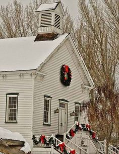 Old church at Christmas time Christmas Palette, Christmas Traditions, Door Wreaths, Christmas Time, Bible, Cabin, House Styles, King James, Home Decor