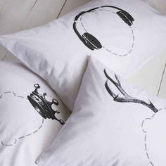 Head Case Pillowcase: available in many designs, including: headphones, arrow, antlers, crown. http://www.holycool.net/8-cool-creative-pillowcases/