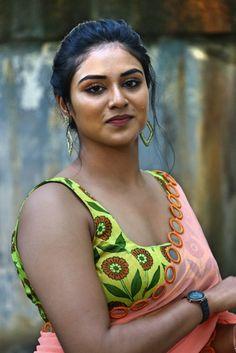Indhuja Ravichandran latest hot transparent pink saree and yellow floral sleeveless blouse Hot Images Of Actress, Indian Actress Hot Pics, Actress Photos, Indian Actresses, South Actress, South Indian Actress, Beautiful Girl Indian, Beautiful Indian Actress, Beauty Full Girl