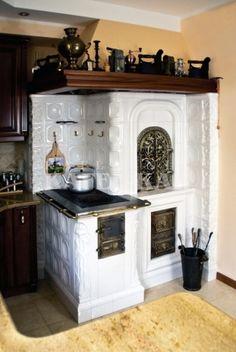 Stylowa kolekcja inspiracji z kategorii Design Wood Stove Cooking, Fire Cooking, Kitchen Stove, Rustic Kitchen, Vintage Kitchen, Vintage Stoves, Antique Stove, Tuile, Tiny House Cabin