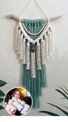 Macrame Wall Hanging Patterns, Macrame Art, Macrame Design, Macrame Projects, Macrame Patterns, Macrame Wall Hangings, Diy Wall Hanging, Rope Crafts, Yarn Crafts