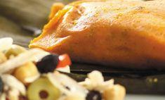 Las hallacas son parte de la tradición venezolana, y una forma deliciosa de variar la receta, es hacerlas veganas, sin presencia de ninguna proteína, pero sin duda cargadas de sabor. Harina de maíz recocida Aceite Onoto Papelón Relleno: Berenjenas Calabacín Vainitas Papas Sofrito: Cebolla Ajo porro Pimentón rojo Ají Garbanzo Adorno: Pimentón Cebollas Alcaparras Aceitunas …