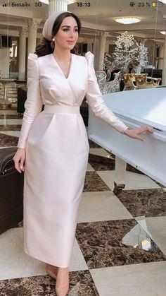 Hijab Evening Dress, Hijab Dress Party, Evening Dresses, Modest Fashion Hijab, Muslim Fashion, Fashion Dresses, Elegant Dresses For Women, Simple Dresses, Beautiful Dresses