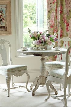 Hydrangea Hill Cottage: Tables for Two
