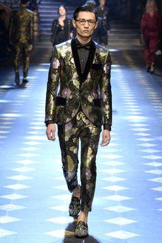 Dolce & Gabbana Fall 2017 Menswear Fashion Show Men Fashion Show, Mens Fashion Week, Fall Fashion Outfits, Mens Fashion Suits, Milan Fashion, Daily Fashion, Fashion Ideas, Women's Fashion, Dolce And Gabbana 2017