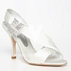 Un look de novia con aires romanos | Zapatos y Complementos de Novia - EGOVOLO