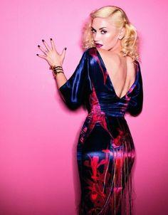 f099154eb985b Gwen Stefani flaunts her curves inside Elle UK April 2011 issue. In front  of photographer Vriens-McGrath s lens