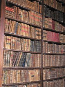 smalle antieke boekenkast - Google zoeken