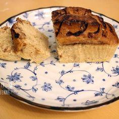 Premier gâteau vegan sur le site et pas le dernier. Ce cake à la banane sans oeuf ni lait pourrait tromper votre chère grande mère. Moelleux à souhait, pour un dessert ou accompagné d'un thé il est parfait.