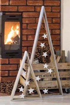 17 diy simple and beautiful christmas wood – Home . 17 diy simple and beautiful christmas wood – Home Decor Christmas Tree Painting, Wood Christmas Tree, Winter Christmas, Christmas Ornaments, Holiday Tree, Christmas Tree Out Of Lights, Handmade Christmas, Diy Outdoor Christmas Decorations, Simple Christmas Crafts