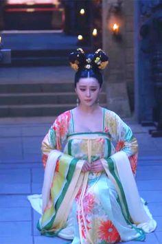 Fan Bingbing in 'Empress of China'. Chinese Traditional Costume, Traditional Dresses, The Empress Of China, Oriental Fashion, Chinese Fashion, Fan Bingbing, Ancient China, Chinese Actress, Chinese Culture