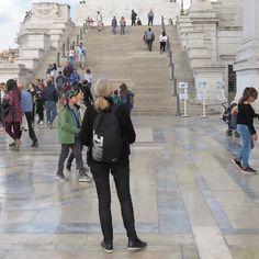 Nice Sunday! Hyvää sunnuntaita! Blogissa Rooman tunnelmia  Saako Eino Leino patsaan Roomaan? Entä miten Suomen itsenäisyyden juhlavuosi näkyy Roomassa? #linkkiprofiilissa #inpic: #monumento #vittorioemanuele2 #portaat #chairs #nevernottraveling #travelmemories #traveladventure #traveller #Roma #Rome #Rooma #visitroma #lifestyleblogger #bloggaaja #uusiblogipostaus