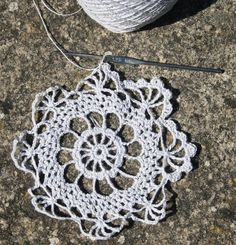 A ball of linen yarn from Namolio, an old 1.25mm stainless steel hook and the following pattern are all you need for a lovely summer crochet project