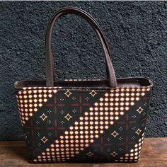 Tas batik mini... Louis Vuitton Neverfull, Jewerly, Decoupage, Like4like, Tote Bag, Mini, African, Louis Vuitton Neverfull Damier, Jewelry