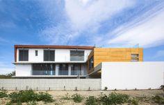 Petros & Andri Residence / VARDAstudio