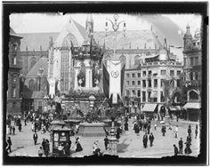 Dam · 6 september 1898    Dam-noordwestzijde.Versieringen t.g.v. inhuldiging H.K.H. Koningin Wilhelmina. Gezien naar Naatjeen de Nieuwe Kerk. Rechts: ingang Nieuwendijk..