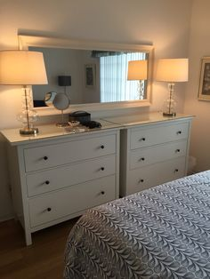 Side by side IKEA Hemnes dressers in the guest room in Naples. - Side by side IKEA Hemnes dressers in the guest room in Naples. Side by side IKEA Hemnes dressers in the guest room in Naples. Small Space Bedroom, Small Master Bedroom, Small Room Decor, Master Bedroom Makeover, Master Bedroom Design, Small Bedrooms, Bedroom Designs, Small Double Bedroom, Master Suite