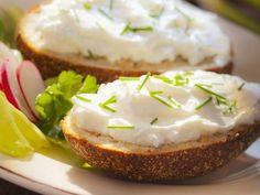 Roggensemmel mit magerem Quark und Schnittlauch ist ein Rezept mit frischen Zutaten aus der Kategorie Kräuter. Probieren Sie dieses und weitere Rezepte von EAT SMARTER!