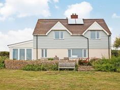 Greenbanks (25885) is the last house along the coastal path between Abbotsbury and West Bexington. Situated on Chesil Beach this holiday home is perfectly situated for furry friends to explore and even take a dip in the sea!
