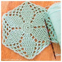 5 free crochet hexagon patterns - Fitzbirch Crafts ༺✿ƬⱤღ http://www.pinterest.com/teretegui/✿༻
