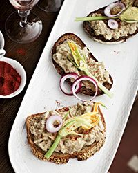 This creamy eggplant + white bean spread is like the Hungarian version of baba ghanoush. Party Dip Recipes, Potluck Recipes, Bean Recipes, Wine Recipes, Appetizer Recipes, Food & Wine Magazine, Sandwiches, Hors D'oeuvres, Food For A Crowd
