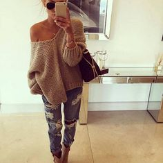 Take a look at 25 stylish winter outfits with boyfriend jeans and sweaters in the photos below and get ideas for your own amazing outfits! Mode Outfits, Casual Outfits, Fashion Outfits, Women's Casual, Fashionable Outfits, Casual Jeans, Jean Outfits, Looks Chic, Looks Style