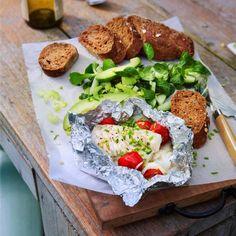 Vispakketje van de barbecue Backyard Bbq, Barbecue, Tilapia, Tasty Dishes, Salmon Burgers, Cobb Salad, Fish, Meat, Chicken