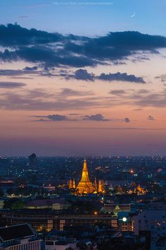 Wat Arun with colorful sky after sunset. Bangkok, Thailand http://www.directasia.com/sg/en/onlineinsurance/travel-insurance/