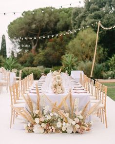 A chic, laid-back wedding in the South of France via Magnolia Rouge French Wedding, Chic Wedding, Wedding Reception, Summer Wedding, Table Setting Inspiration, Outdoor Wedding Inspiration, Wedding Ideas, Wedding Designs, Wedding Styles