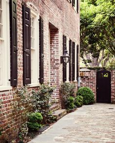 Exterior- black shutters and roof, charleston brick messy mortar Exterior Paint Colors, Exterior Design, Black Shutters, Exterior Shutters, Charleston Style, Old Bricks, Hippie Home Decor, Southern Homes, Home Decor Styles