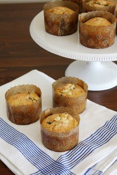 Miniature panettone baked with dried fruit, citrus, vanilla and so much yum. Tasty Kitchen, Muffin Recipes, Bread Recipes, Easy Ratatouille Recipes, Yeast Donuts, Doughnuts, Oat Pancakes, Baking Muffins, Salad With Sweet Potato
