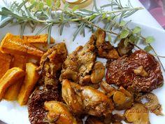 Τηγανιά κοτόπουλο με δεντρολίβανο και λιαστές ντομάτες | Tante Kiki Chicken Wings, Greek, Food And Drink, Treats, Dinner, Recipes, Kitchens, Sweet Like Candy, Dining