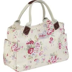 This practical design in our lovely Trailing Floral print is a popular choice of bag for everyday essentials.